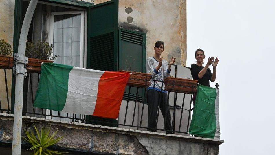 Italians Singing Coronavirus